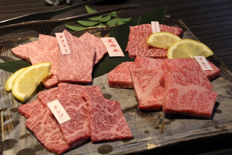 牛肉食べ比べ